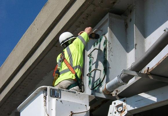 Fracture Critical Steel Pier Cap Inspections